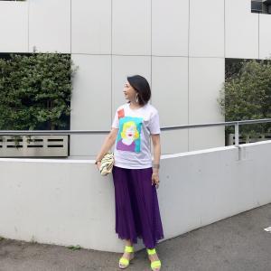 アラ還、50代コーデ☆モンローTシャツ×透けるロングプリーツスカートの大人カジュアルコーデ