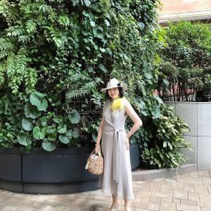 アラカン、50代コーデ☆グレーにイエローをアクセントカラーにしたキレイめワンピの夏コーデ