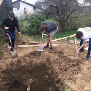 穴掘りは男のロマン?