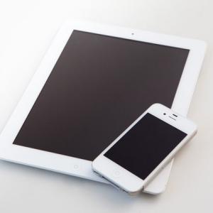 「スマートフォンを充電し続けるとバッテリーが劣化する」は迷信か?