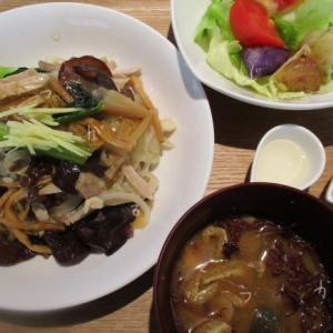 【発酵カフェフローラ】県産きくらげ使用のラゲーライスと特製ハンバーグ