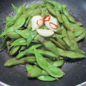 やみつきになる毛豆レシピ♪にんにくオリーブオイル蒸しと塩ゆでのコツ