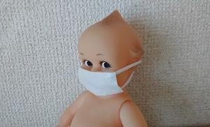 マスクの下で口角を上げる
