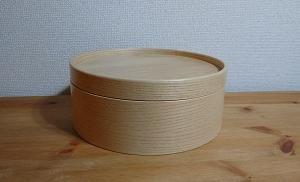 イケアの丸い木製ボックスに糸を収納