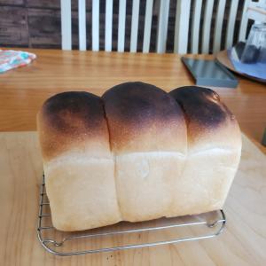 ジャムおじさん、食パンを焼く