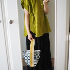 綺麗なカーキ色に惚れた!アラフォーでも顔色がくすまない絶妙カラーの素敵なシャツ。
