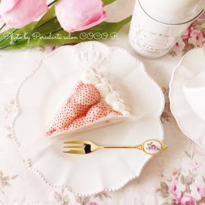 キルフェボンの白イチゴ〜初恋の香り〜とババロアのタルト♪