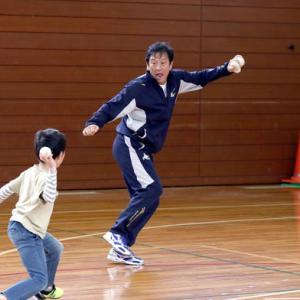 栗山英樹、小学生にボールを投げつけられる