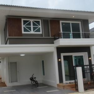タイの家(玄関)