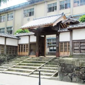 薩摩藩主が宿泊所に使った築400年の「名門」復活 出水小「御仮屋門」