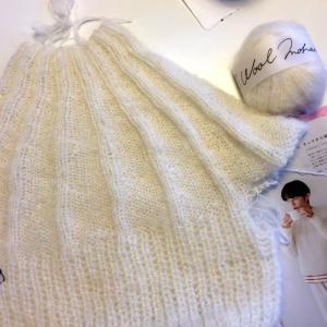 ネックから編むモヘアのセーター♪