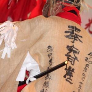 麻糸を績み、織り上げ、奉納された神楽衣装が晴れの舞台で輝いた/諸塚村・桂神楽にて④[宮崎神楽紀行19-20<34>]