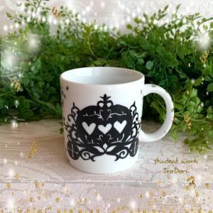 クリスマスプレゼントは馬車とミニバラのマグカップ