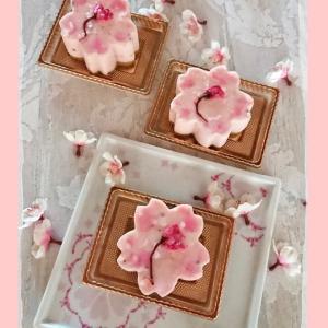 桜に想いをはせる、桜のスイーツとポーセラーツ