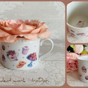 紅茶がもっと美味しくなりそうな、可愛いポーセラーツマグカップ