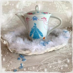 「シンデレラのお茶会」涼やか&可愛いポットで、夏も紅茶