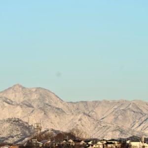 雪化粧の山並み