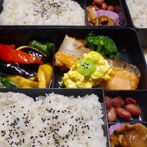 【冷めながら染み旨い野菜と鮭の南蛮漬け】