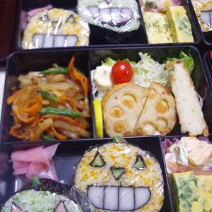 野菜andフルーツたっぷりハロウィン寿司弁当
