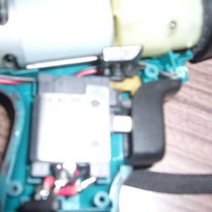 小型電気ドライバーを捨てようとしたら!