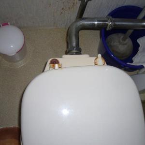 トイレの蓋が変です。