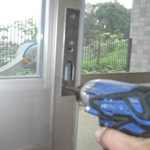 菊鹿健康福祉センター引き戸鍵が壊れてロックできません。