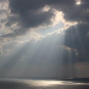 天上より海に降り注ぐ光、ド・ロ様と沈黙。長崎の夜景も