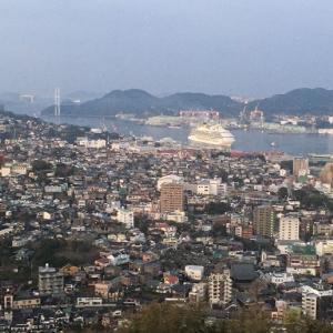 軍艦島と長崎出島。大型客船も接岸中の2月の旅