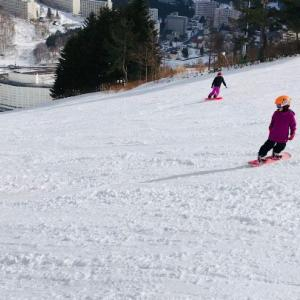 子供同士で滑る♪スノーボード