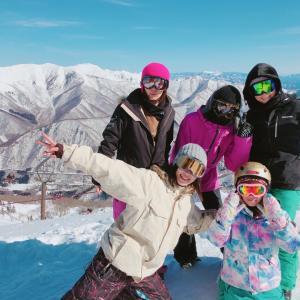 ママ同士、8歳同士、パパ同士でスノーボード