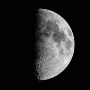 上弦の月(*^O^*)