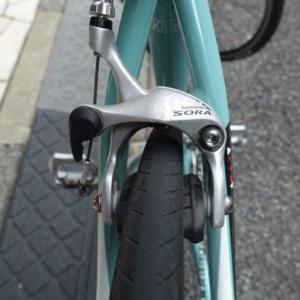 ロードバイクのブレーキをSORAから105に交換する