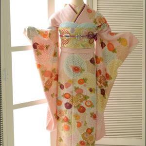 薄ピンクのフェミニンな振袖♡