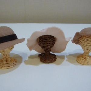 縫わないフェルトの帽子作り方。虫刺されムヒを使います。