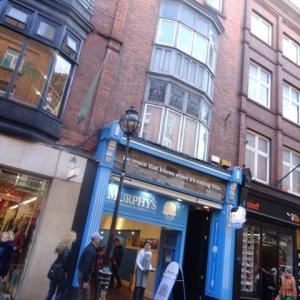 ベジレストラン、アイスクリームショップなどなど、魅力的なお店がいっぱい!
