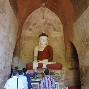 スラマニ寺院の仏像って変・・