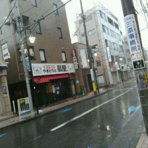 【写真付き】台風の影響で、稲田堤駅前も今日はシャッター街、府中街道もガラガラです・・・三沢川の水位が上がっているのは心配、今日はもうおとなしくしておいた方がいいですね、みなさんもお気を付け下さいませ・・・