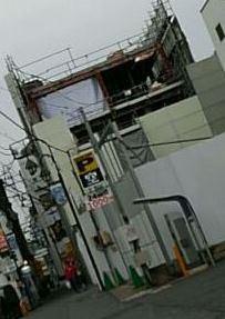 【JR稲田堤駅橋上駅舎化工事5・写真付き!】解体工事は順調に進み、鉄骨がむき出しの状態となっています・・・あの鉄骨の解体並びに運搬は大変だろうなあ・・・