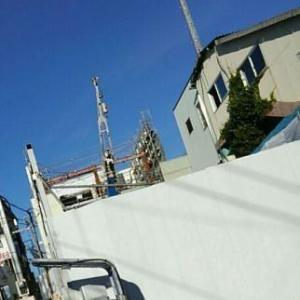 【JR稲田堤駅橋上駅舎化工事6・写真付き!】三つの角度からビルの解体風景を撮影してみましたが・・・2階通路真ん中の窓ガラスからが最も見やすいことが分かりました!
