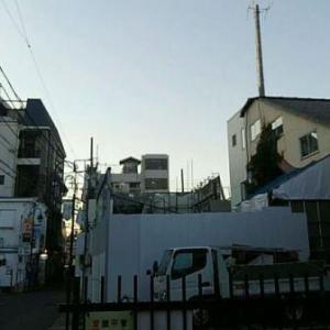 【JR稲田堤駅橋上駅舎化工事8・写真付き!】早い、もはや解体するのは2階と1階になりました!・・・今年中に平地になるんじゃないですか、作業員さんたちの尽力に感謝ですね!