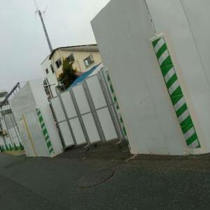 【JR稲田堤駅橋上駅舎化工事11・写真付き!】更地の整備をするかと思いきや、駐車場をつぶしてきた!・・・いやあ、駐輪場横まで敷地を広げるんですなあ、驚いた!