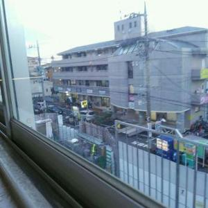 【JR稲田堤駅橋上駅舎化工事12・写真付き!】元駐車場をつぶしつつ、元駅前ビルは更地に・・・うまく写真が撮れず、すみません・・・