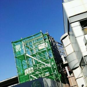 【JR稲田堤駅橋上駅舎化工事24・写真付き!】3か月経って、なんと、こうなりました!・・・仮囲いも取れ、いよいよ南東部の入口の全貌が明らかに?