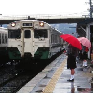只見線キハ58系 小雨降るホームにて 1995-05-05