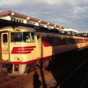 山陰本線キハ181系 朝日を受けて輝く名車たち 1997-08-17