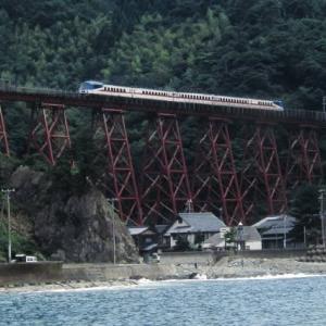 山陰本線キハ181系 ひまわりが迎えるホーム 1998-07-26
