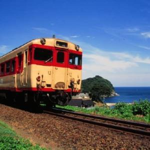 山陰本線キハ58系 青い水平線と小さな港 1995-08-01