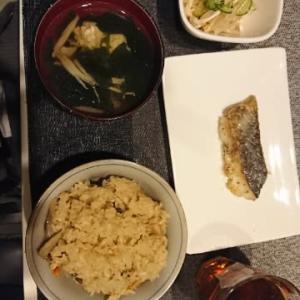 休みの晩御飯炊き込みご飯とたらのムニエル
