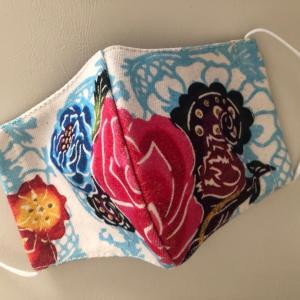 飛沫防止効果もしっかりで華やか♡沖縄アーティストマスク