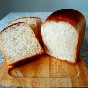 酒種★全粒粉ノンオイル食パンでバター塩辛トースト♪